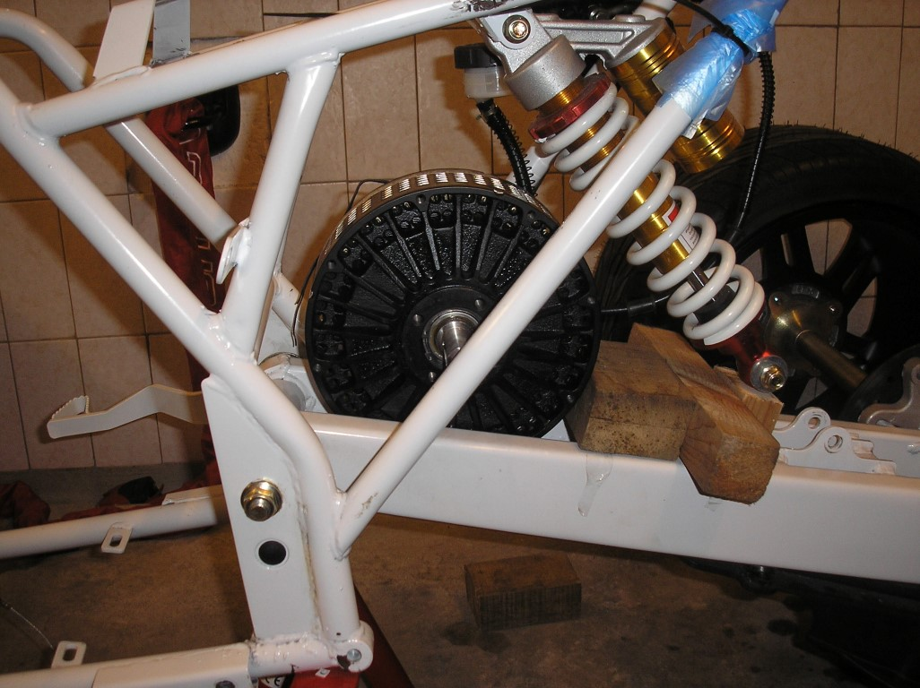 E-Streetquad Fitting the motor
