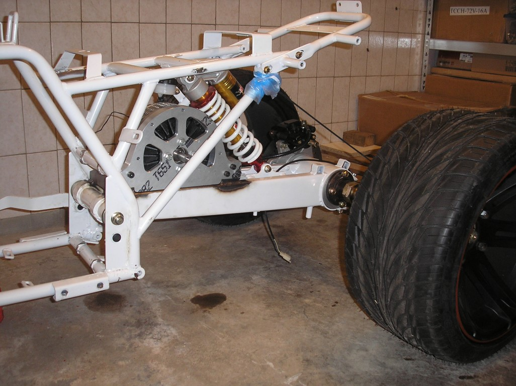 E-Streetquad Motor finally attached to the rear swingarm