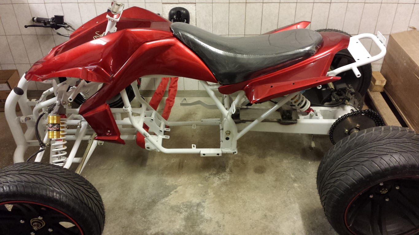 E-Streetquad Fenders on frame, continued with battery box #2 and started with #3