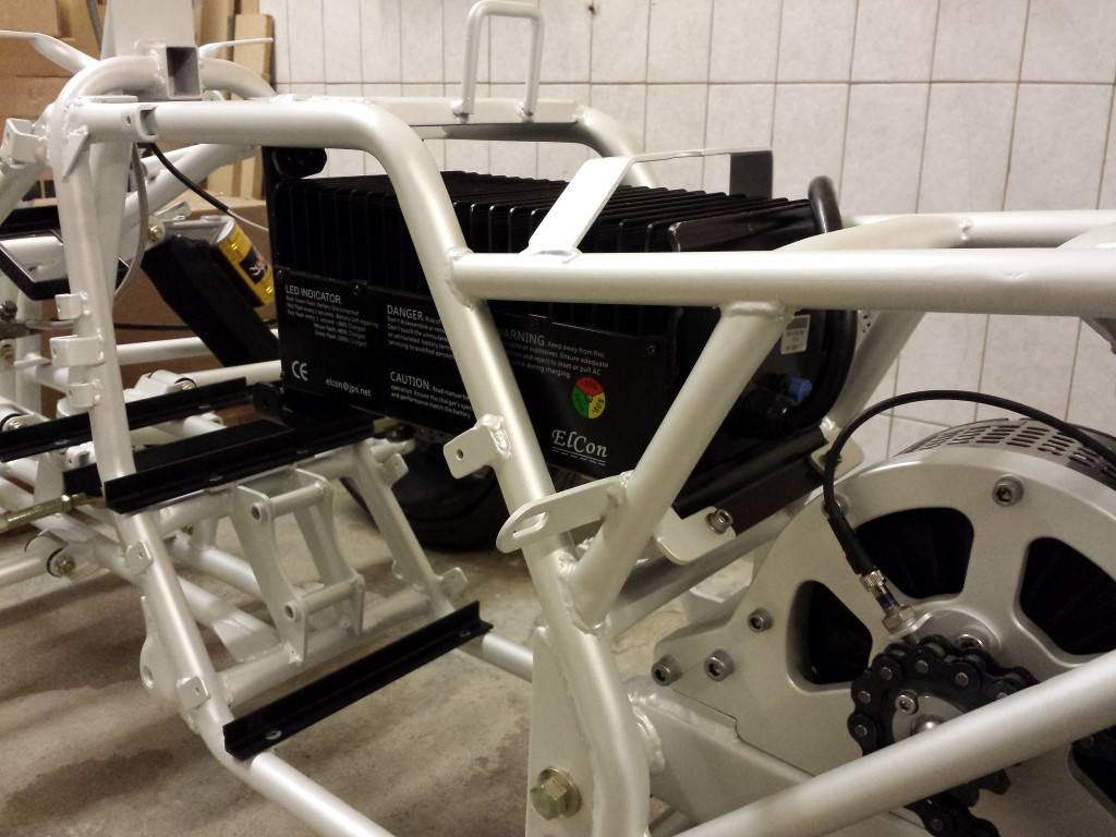 E-Streetquad Aluminium mounts, controller and charger attached