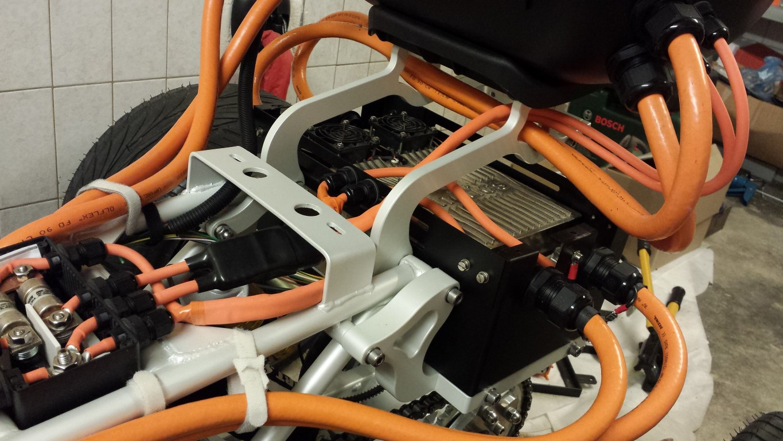 E-Streetquad Controller aangesloten en meer kabels naar topkoffer