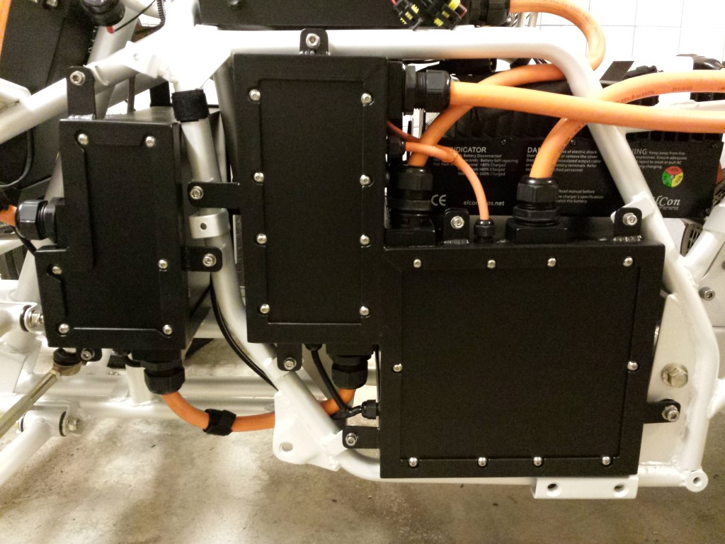 E-Streetquad Battery boxes closed and assembling continued